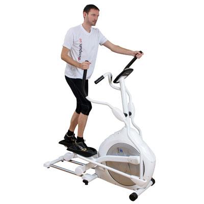 Bilden visar en Crosstrainer med svänghjulet i fram. En Crosstrainer med svänghjulet i fram brukar ofta ha lite längre steglängd. Vanligt förekommande steglängd är 41-53 cm.
