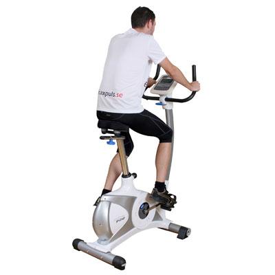 <p>Motionscyklar riktar sig mer till personer som vill köra lite lugnare konditionsträning.</p>  <p>Sadeln på en motionscykel är bred och behaglig att sitta på.</p>  <p>På en motionscykel är sittställningen lite mer upprä