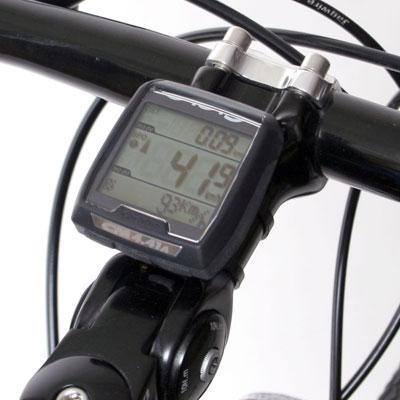 Bilden visar en trådlös cykeldator monterad på styrstammen.
